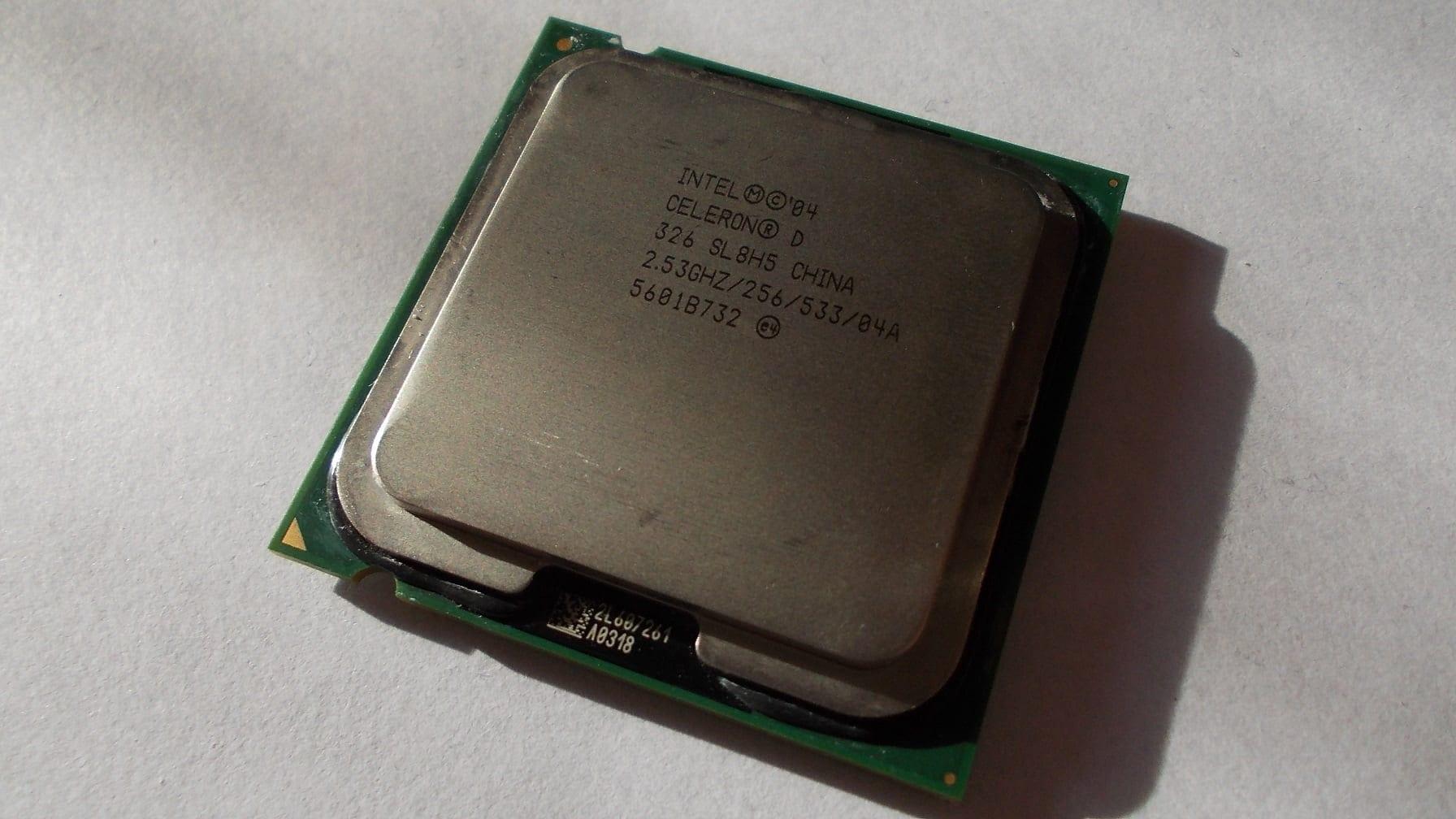 Экспресс разгон процессора Intel Celeron D 326 до 4560МГц (90нм, Prescott, 2533МГц)